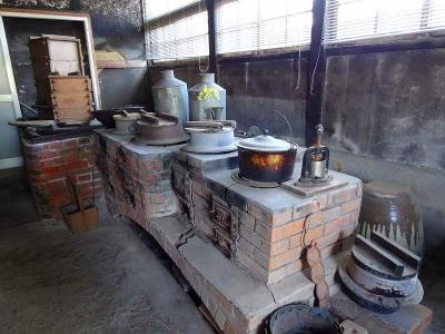 このかまどが江上トミさんの料理の原点だそうですDSC00303