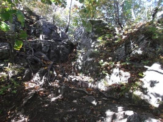 急斜面にかかるロープ