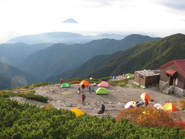 北岳山荘 幕営地