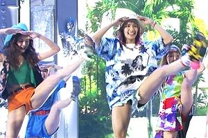 【※衝撃ハプニング】E-girls藤井萩花のY字バランスで股間がはみ出ちゃった