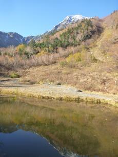 白根大池と北岳(2)