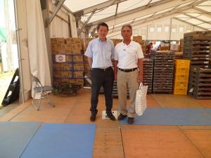 西洋フード・コンパスグループ九州センターの倉原様(左)と二宮社長