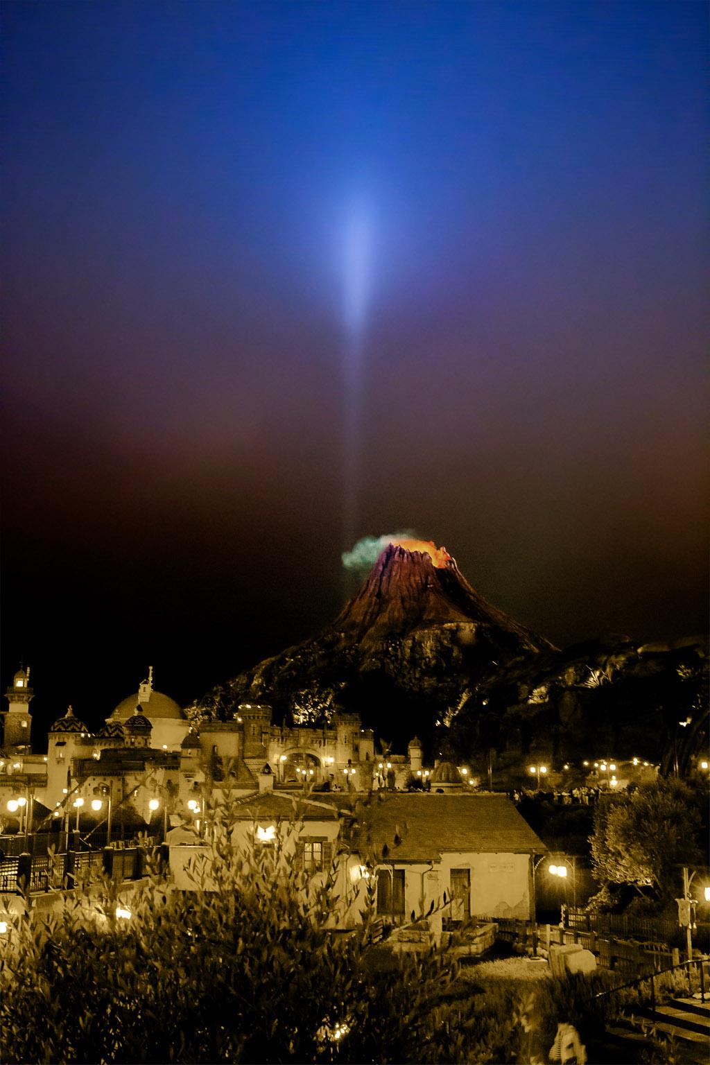 光輝を放つ(プロメテウス火山)