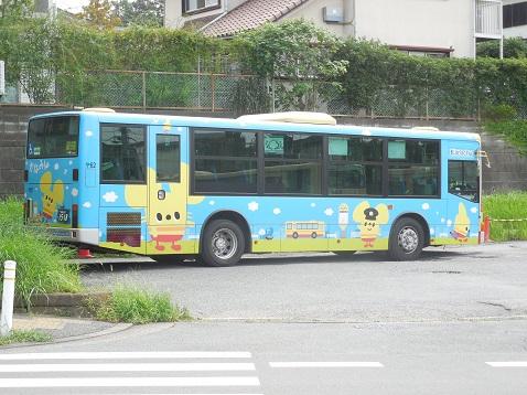 かなみんラッピングバス(街の風景バージョン)