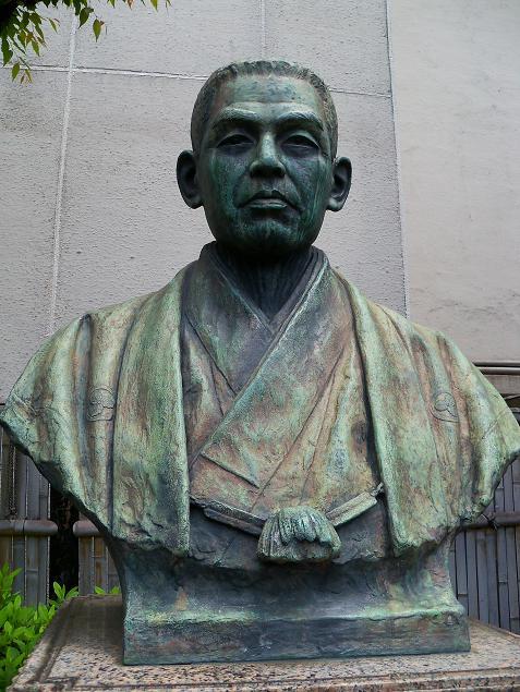 小菅丹治像