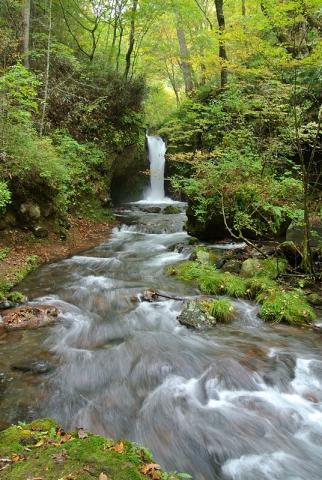 竜返しの滝151010