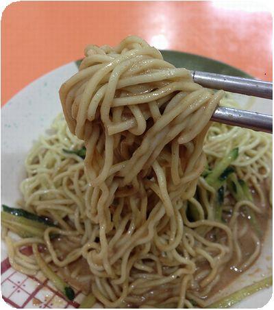 劉媽媽涼麵絡めた麺