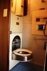 臨時北斗星ロイヤル収納式洋式トイレ