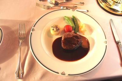 臨時北斗星8007レ フランス料理 牛フィレ肉のソテー