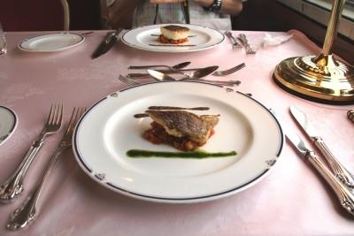 臨時北斗星8007レ フランス料理真鯛のポワレ