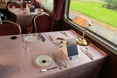 臨時北斗星8007レ 食堂車テーブル