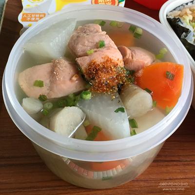 とんかつおにぎらず&秋鮭の三平汁弁当03