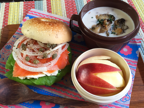 サーモンベーグル&焼き牡蠣のクラムチャウダー弁当01