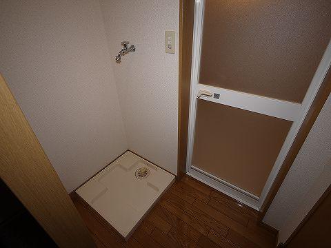ヴィラ弘明103号室 洗濯機置き場
