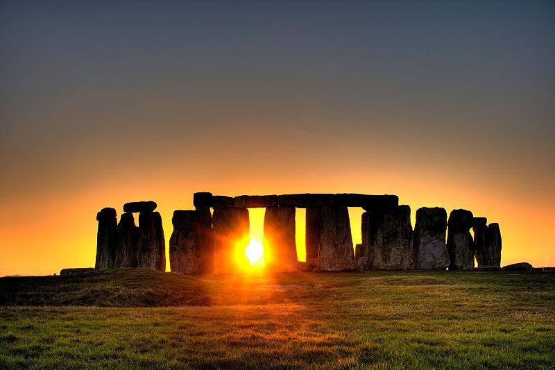 【イギリス】巨石ストーンヘンジ付近で地中に埋まっていた4500年前の遺跡を発見!