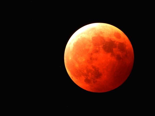 今月28日は巨大な月が見える「スーパームーン」  真っ赤に染まる「皆既月食」も同時に…28日午前2時11分(日本時間同11時11分)