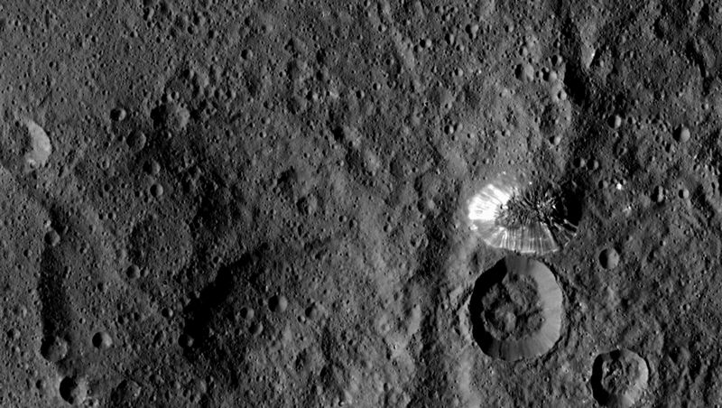 【NASA】準惑星ケレスにある何で出きているかわからない「ロンリー・マウンテン」の謎を解明するため、一般からの意見を聞きたい