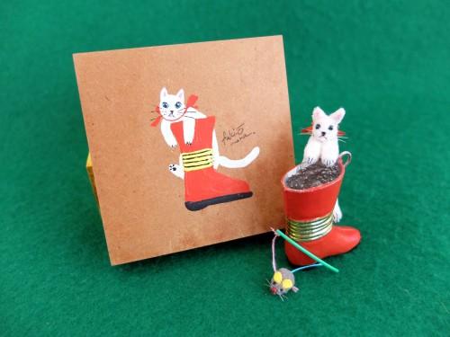 白猫ミニチュア 赤いブーツ2