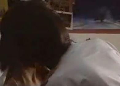 【紗栄子】ジャージのファスナーを下げられるラブシーン