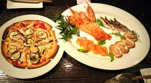前菜とピザ