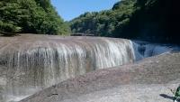 吹き割の滝2