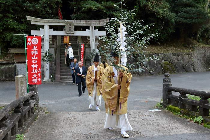 生駒山口神社 オハキ・お渡り1