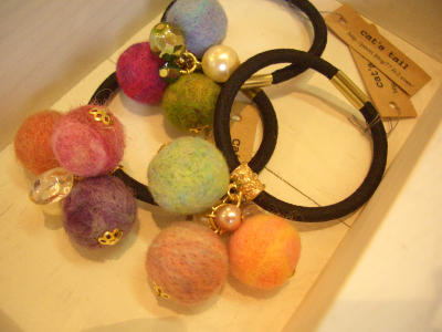 2015 8 羊毛ボールのヘアゴム