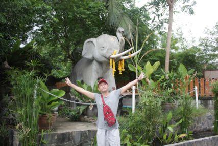 18sepサイリーストリート象と仁
