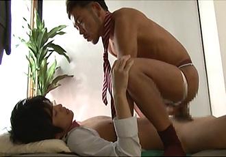ゲイ動画:スーツの若リーマン、オラネコ掘り掘り !!