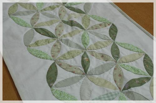 家にあるグリーンの布で