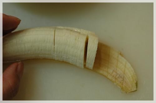 バナナをカット