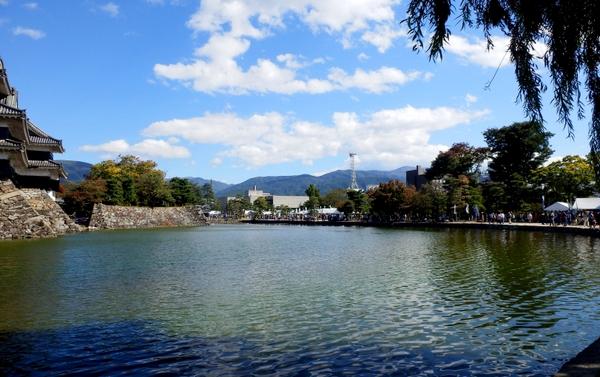 松本城そば-034
