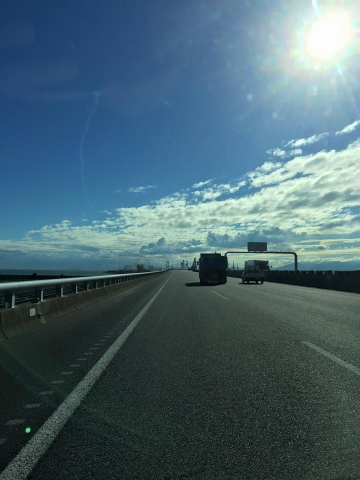 台風一過 晴れ 伊勢湾岸自動車道