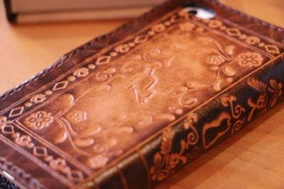 革のiPhoneケース