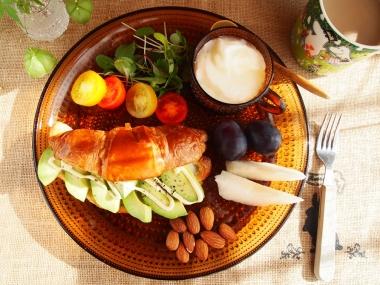 avocado cheese croissant