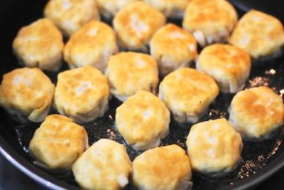 焼き小籠包みたいな揚げ焼き餃子7