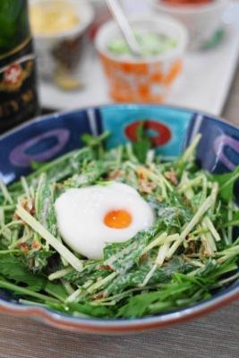 水菜とフライドオニオンのシーザーサラダ
