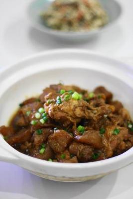 鶏手羽元とこんにゃくの酢醤油煮込み1