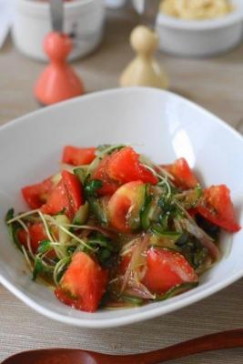 みょうがときゅうり、かいわれトマトのさっぱりサラダ