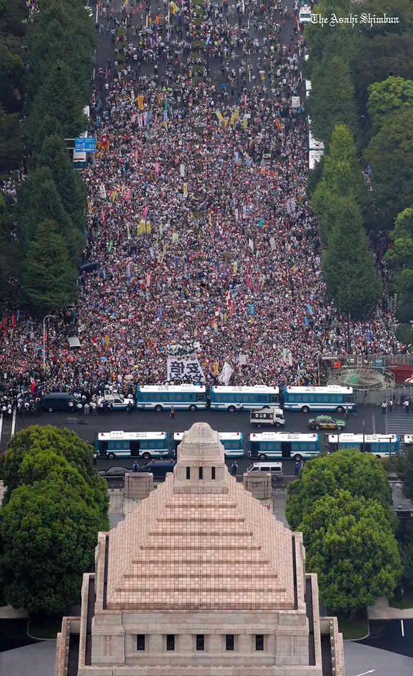 国会前だけで12万人3
