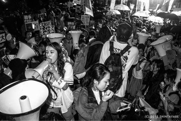 雨の中の抗議はまだ続いています2