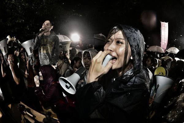 雨の中の抗議はまだ続いています3
