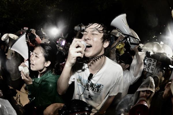 雨の中の抗議はまだ続いています6