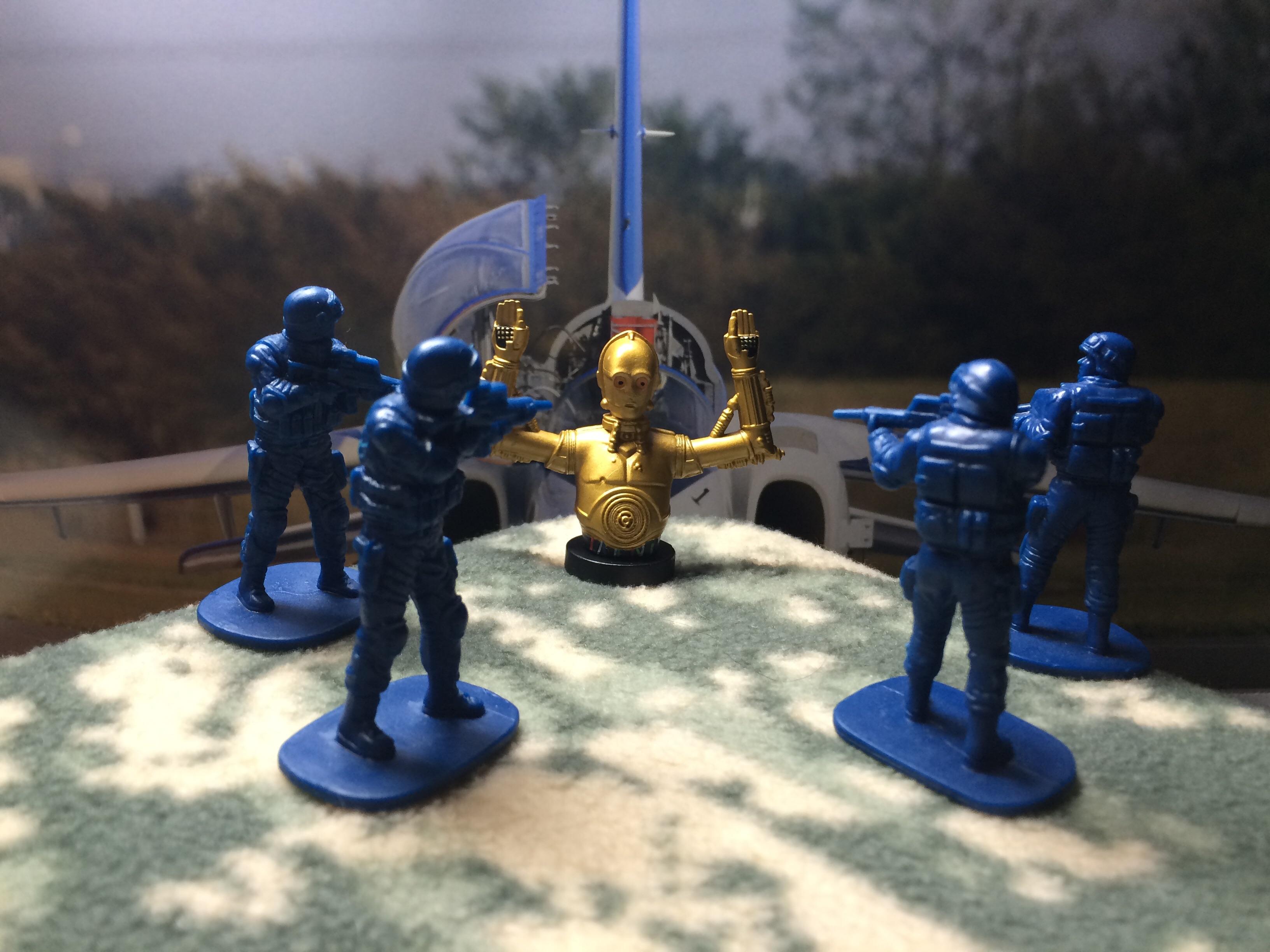 ブルーアーミーに包囲されるC-3PO 背景にはブルーインパルス