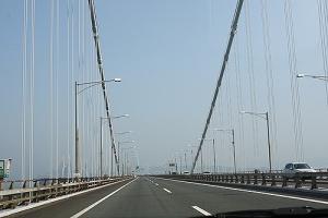 橋を渡って1