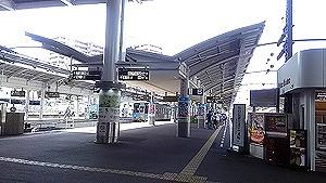 高松駅とシンボルタワー1