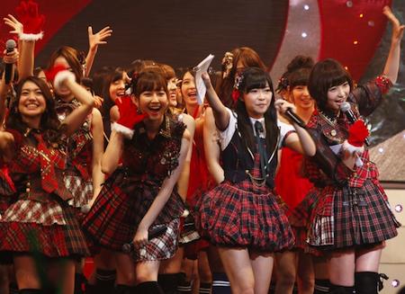 akb48_kouhakutaikou-utagassen_2012_sashihara_skirt_4.png