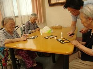 東京都 足立区 老人保健施設 千寿の郷 通所リハビリ 入所 利用者さんの作品 笑顔 癒し 貼り絵