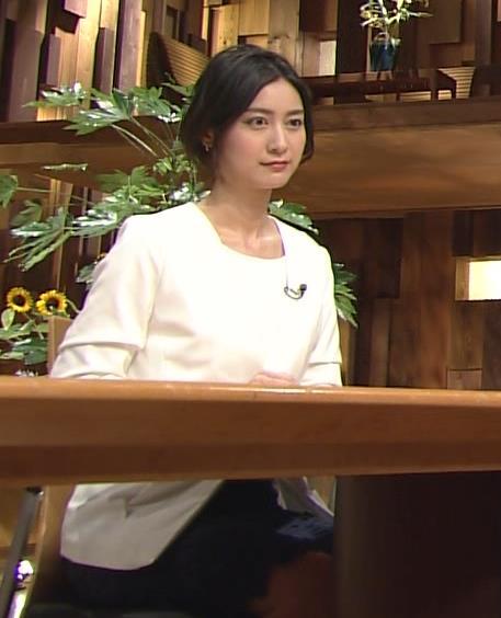 小川彩佳 パンチラキャプ・エロ画像3
