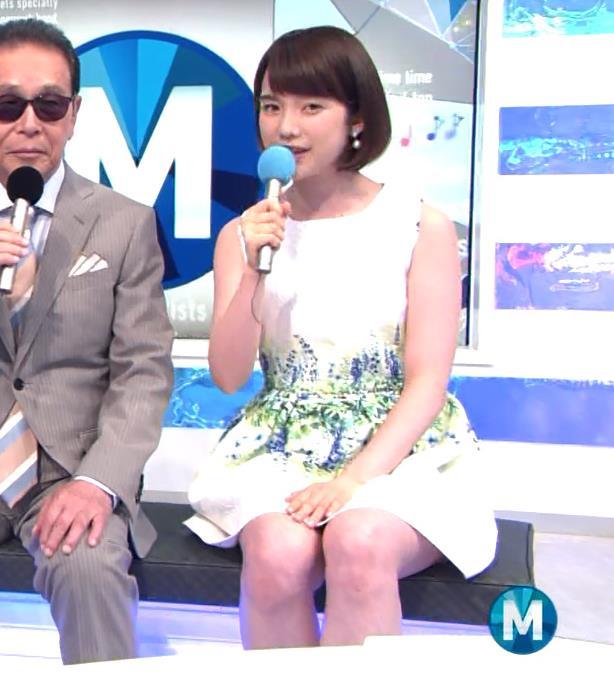 弘中綾香 太ももキャプ・エロ画像4